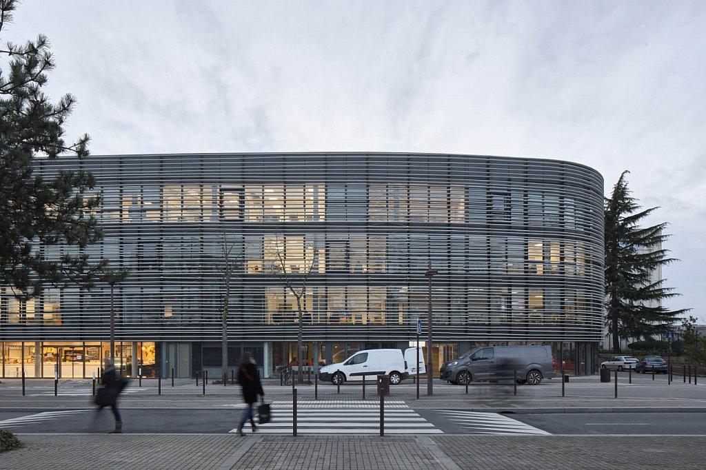 Batiment-Hep-Campus-19-GSatre-non-libre-de-droits.jpg